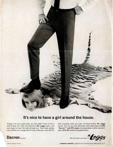 Ancienne Publicité - It's nice to have a girl around the house